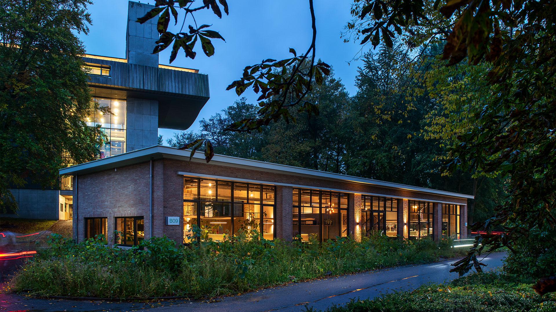 Arnhems-Buiten_B09_Weusten-Liedenbaum-Architecten_kantoor-avond